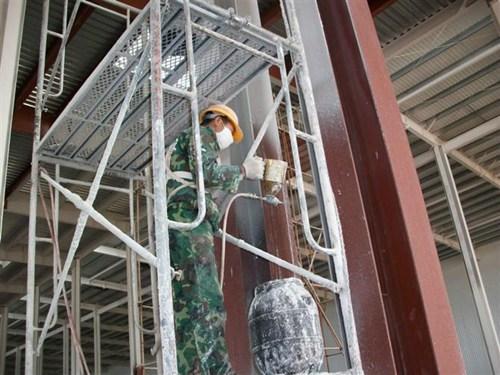 厚型钢结构防火涂料施工 现场